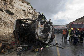 Unas 125 mil personas mueren anualmente en las carreteras indias, lo que...