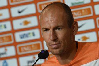 Hablamos mucho sobre eso con él (Robben) y decidimos jugar un sistema li...