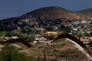 El número de detenciones en las fronteras estadounidenses de ha caído un...