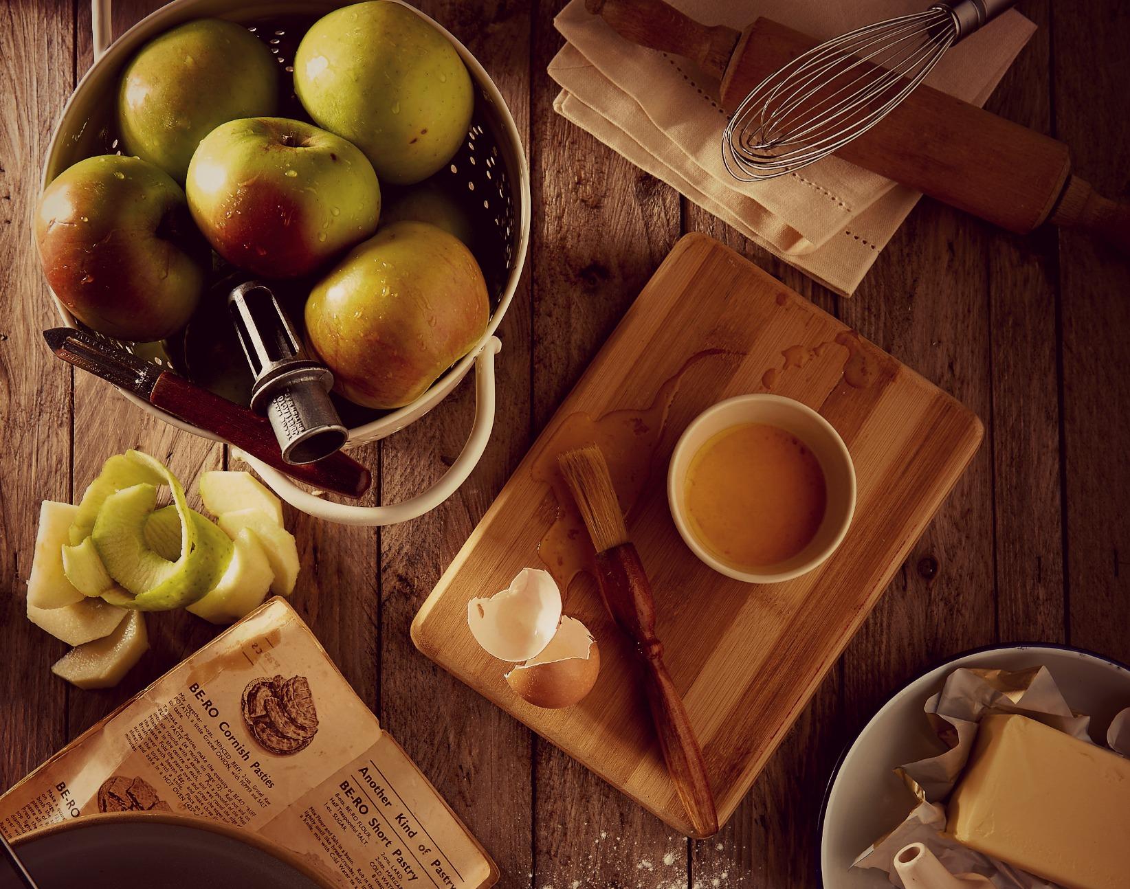 tres recetas para cocinar manzanas hasta en la sopa