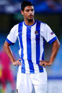 El delantero mexicano minimiza los resultados adversos del club vasco y...