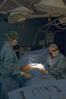 Dos médicos retiraron a una mujer boliviana unas pinzas de 16 centímetro...
