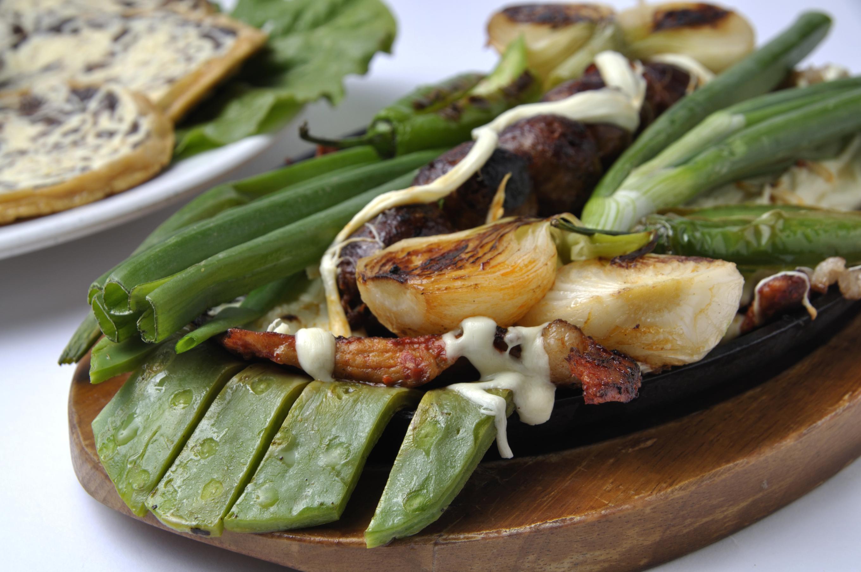 Las 5 recetas m s f ciles para cocinar nopales univision for Ahora mexican cuisine