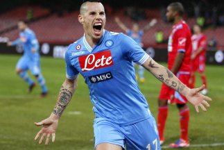 Hamsik celebra su gol ante Catania para el triunfo de Napoles.