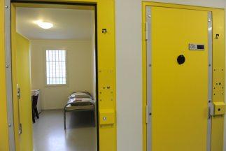 Ribisi llevaba cumplidos 14 años en la cárcel,donde estaba condenado a...