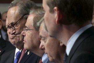 El Grupo de los Ocho que redactó el proyecto de reforma migratoria que d...