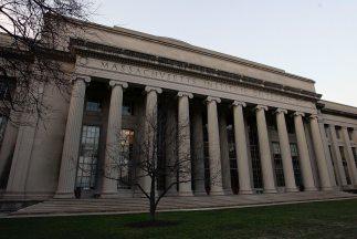 La Policía de Cambridge revisó el campus del Instituto Tecnológico de Ma...
