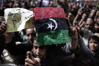 Diplomáticos libios que desertaron en Europa dijeron que los muertos en...