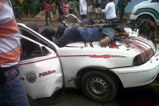 Seis personas murieron tras una explosión en un vehículo de servicio púb...