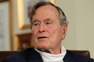 El ex presidente George H.W. Bush, expresó su apoyo hacia el precandidat...