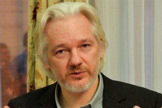 El fundador de Wikileaks acusa al gigante de internet de actuar por inte...