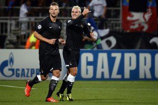 El francés Griezmann (derecha) y el suizo Seferovic marcaron los golazos...