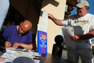 Varios estados están haciendo más difícil el trámite de registrarse, sob...