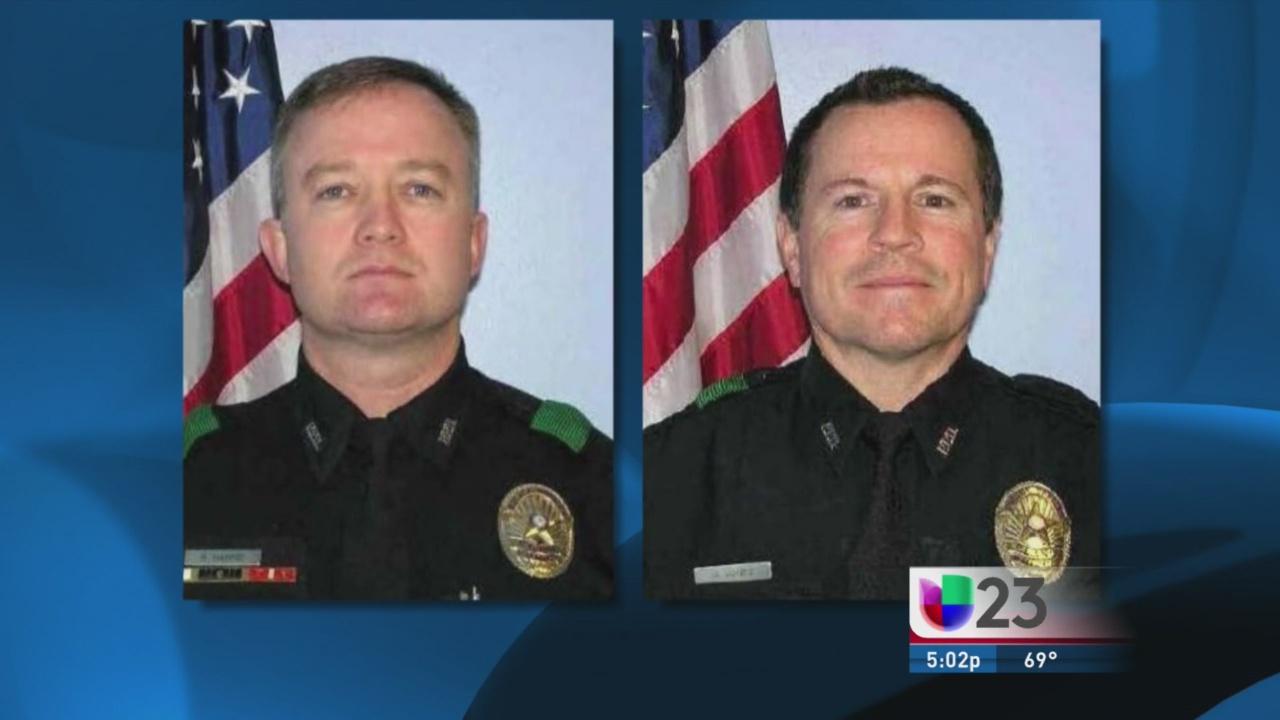 Policias de Plano salvan a niño de un incendio