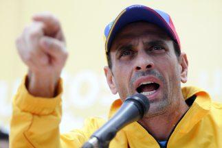 """Capriles pidió a sus simpatizantes no """"abandonar la lucha"""", pero hacerlo..."""