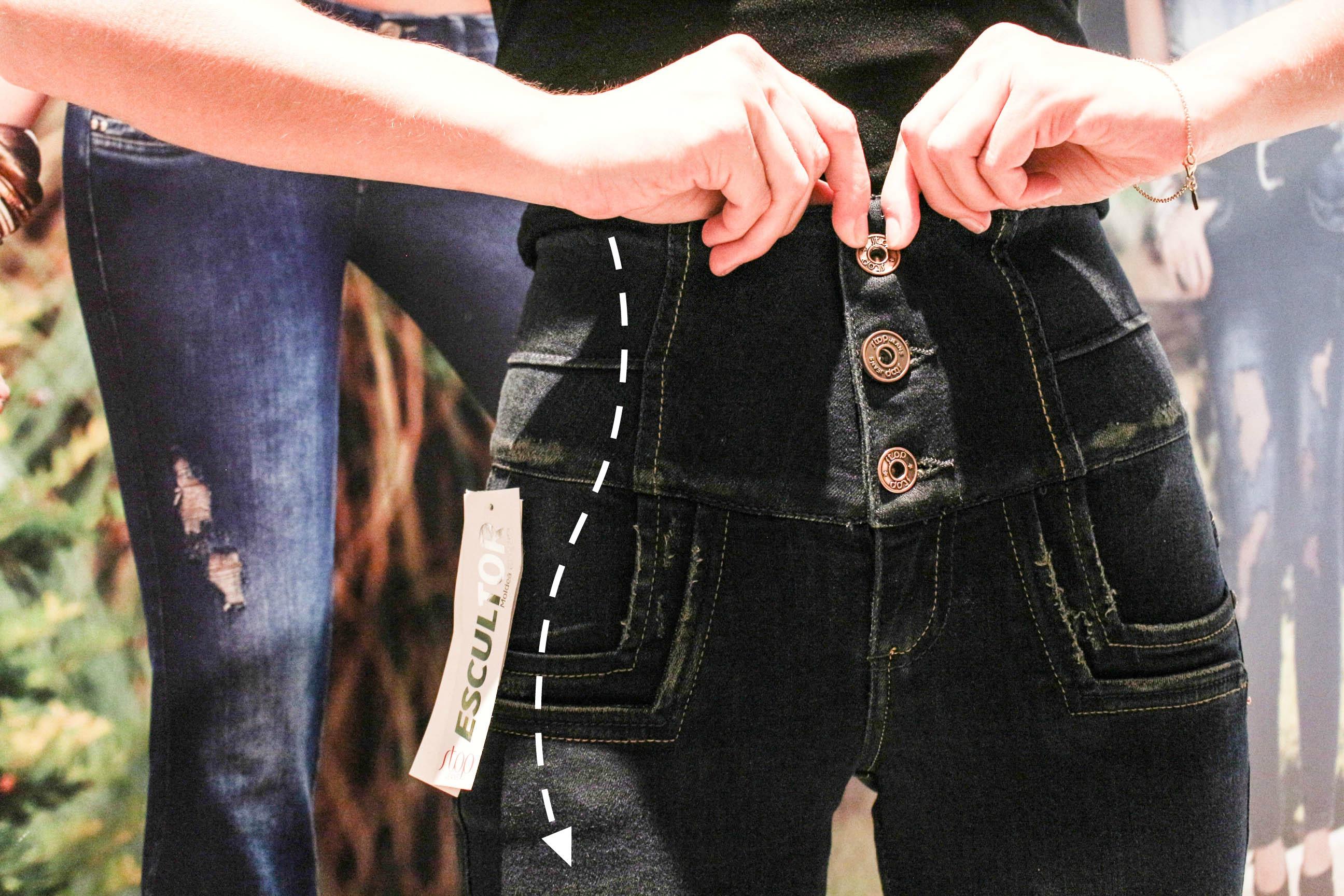"""Los jeans tienen además unos sistemas de ajuste para """"domar"""" los gorditos."""