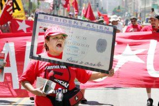 La reforma migratoria tiene en espera a 11 millones de inmigrantes indoc...