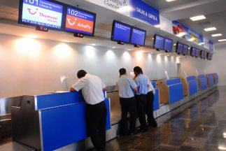 Tras 11 días viviendo en el aeropuerto Internacional de Cancún, un famil...
