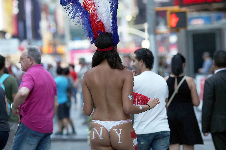 prostitutas semidesnudas en la calle pajilleros videos prostitutas