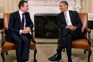 El secretario general de la OTAN, Anders Fogh Rasmussen, con el presiden...