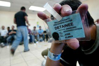 La Agencia de Inmigración y Aduanas administra unos 350 centros carcelar...