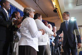 Las donaciones determinarán quién saluda o baila junto al mandatario.