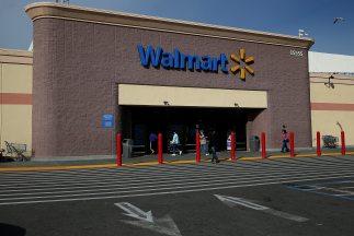 Walmartbajó sus previsiones de beneficios anuales.