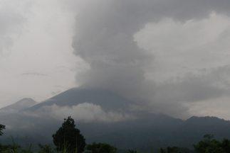 La actividad eruptiva del volcán Fuego de Guatemala ha disminuido en las...