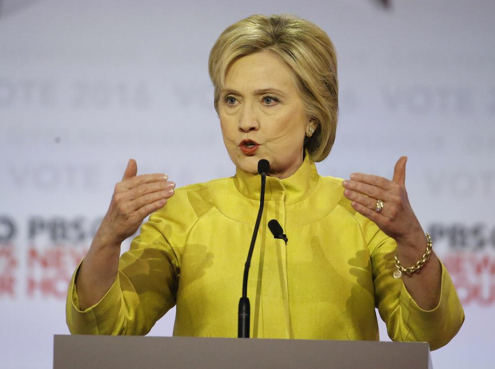 Clinton expresó su desacuerdo con la deportación de familias de inmigrantes