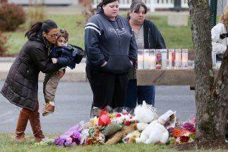 Familiares de las víctimas de Newtown honran a aquellos que perdieron la...