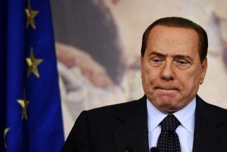 Silvio Berlusconi, de 74 años, es sospechoso de abusar de su poder para...