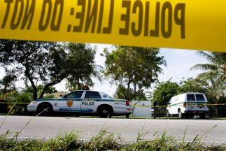 En el estacionamiento del hospital, el joven abrió fuego hacia los vehíc...