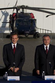 Entrega de tres helicópteros Black Hawk al gobierno mexicano como parte...