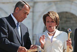 El presidente del Congreso, el republicano John Boehner (Ohio), junto a...