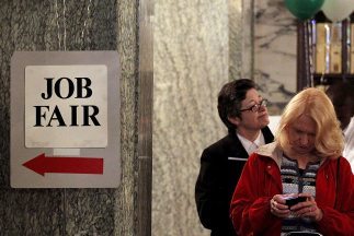 La desocupación tuvo una leve mejoría a nivel nacional para llegar a 8.2...