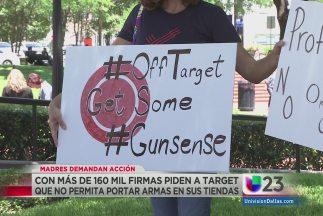 Numerosas madres de familia en Texas han insistido a Target que no permi...