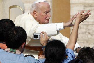 Cientos de testimonios sobre milagros de Juan Pablo II fueron reunidos e...