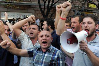 Miles de personas se echaron a las calle de Tiflis y otras ciudades del...