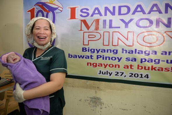 Los detractores argumentan que la Constitución de Filipinas, de 1987, am...