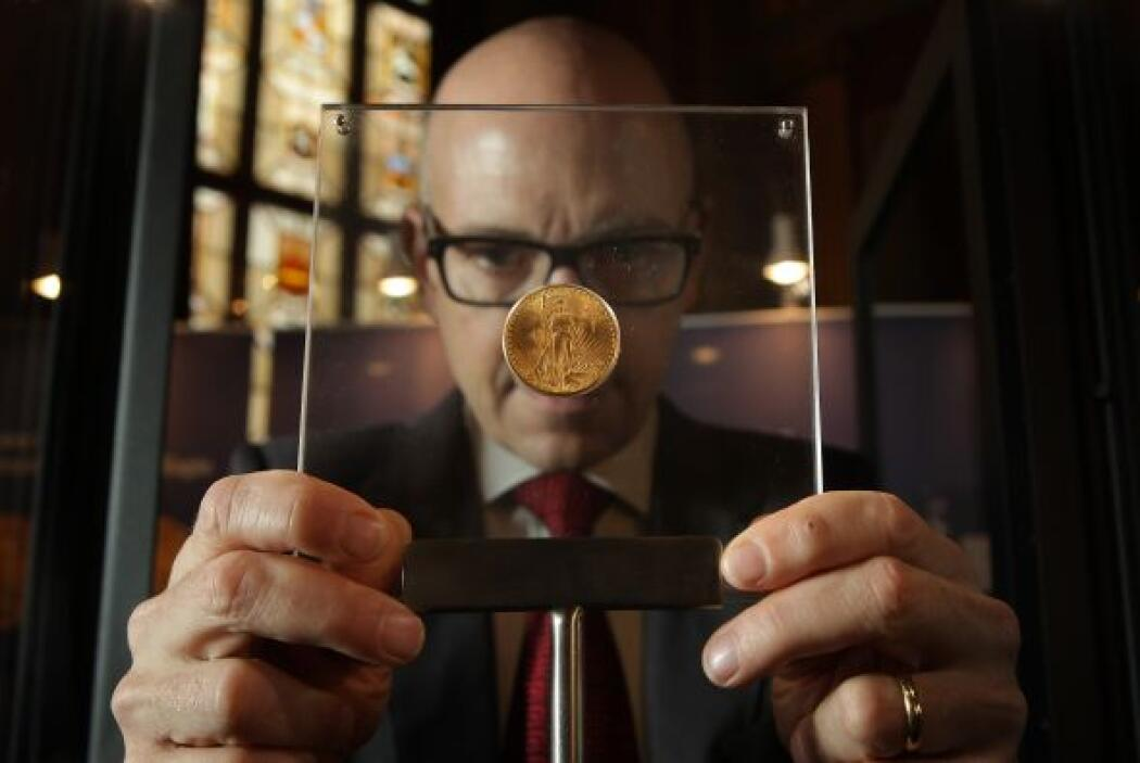 En abril de ese mismo año Franklin D. Roosevelt mandó eliminar las moned...