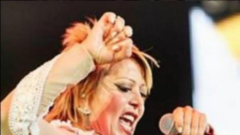 Alejandra Guzmán resultó 'manoseada' en pleno concierto.