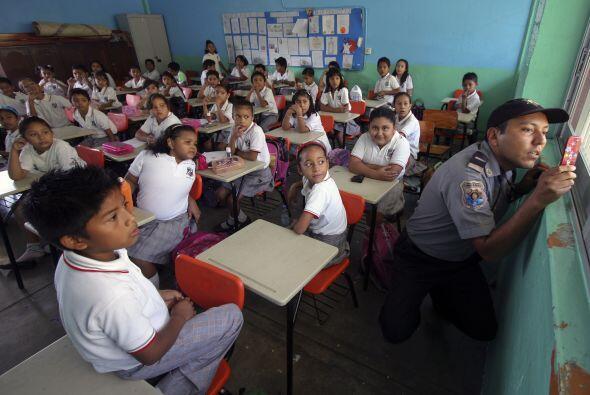 En Nuevo León existen más de 7 mil escuelas, las cuales ha...