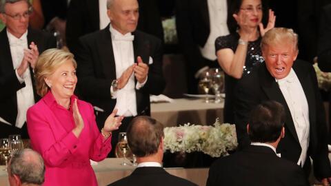 """Clinton y Trump se lanzaron dardos """"entre risas"""" durante la cena Al Smith"""