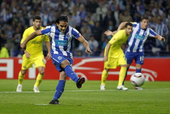 El ariete sudamericano convirtió el tiro en gol, para el empate p...