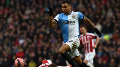 El joven noruego hizo un 'hat-trick' para que el Blackburn echara al Sto...