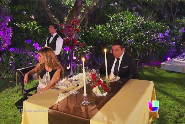 ¡Qué elegante cena preparaste Isabela! Seguramente te saldrás con la tuya.