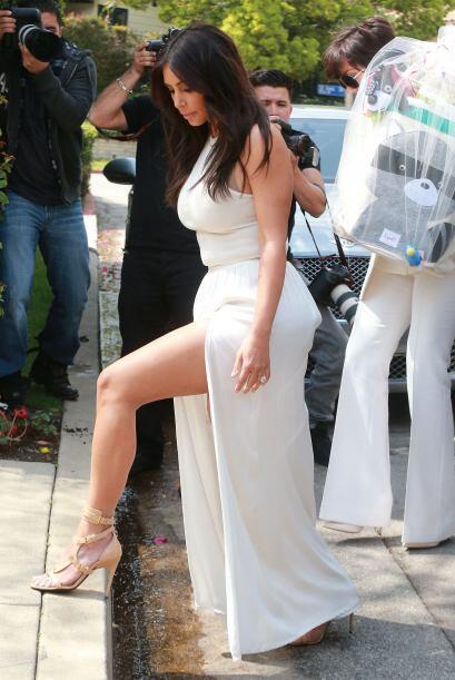 Kim llegó a la fiesta y de inmediato atrapó la atención de las cámaras....