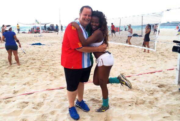 Raúl de Molina pasó un día completo haciendo ejercicio con Kenia, una br...