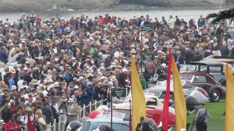 Autos Clásicos the crowd.JPG