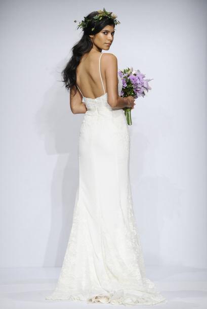 También puedes optar por un vestido con bordados sencillos en todo el cu...
